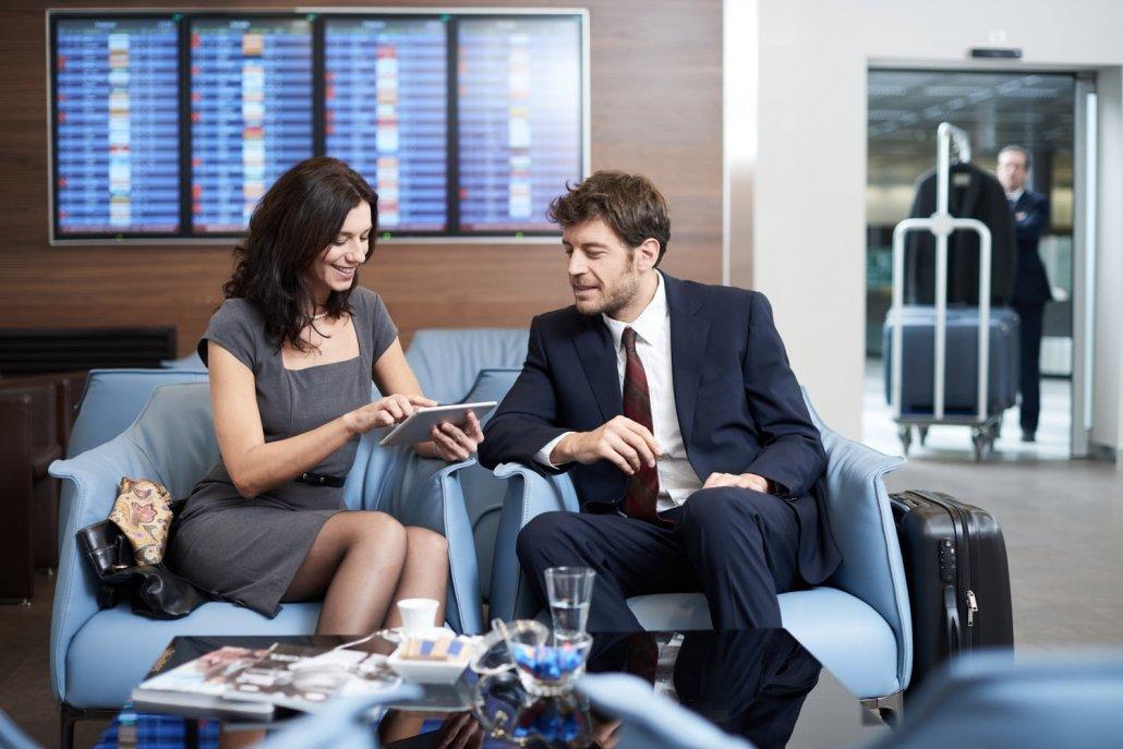 Fotografo commerciale - Coppia di modelli in aeroporto